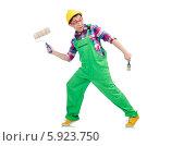 Купить «Маляр в зеленом комбинезоне идет украдкой», фото № 5923750, снято 7 марта 2014 г. (c) Elnur / Фотобанк Лори