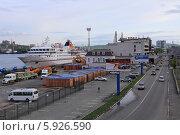Купить «Океанский круизный лайнер MS Hanseatic в морском порту Владивостока», эксклюзивное фото № 5926590, снято 16 мая 2014 г. (c) Алексей Гусев / Фотобанк Лори