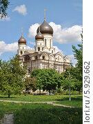 Купить «Церковь Серафима Саровского в Раево, Медведково, Москва», эксклюзивное фото № 5929662, снято 15 мая 2014 г. (c) lana1501 / Фотобанк Лори