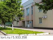 Здание бассейна  на улице Ленина в городе Биробиджане (2014 год). Редакционное фото, фотограф Ольга Разуваева / Фотобанк Лори