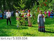 Купить «Праздник Троица В России, фольклор и народные гуляния», фото № 5939034, снято 23 июля 2013 г. (c) ElenArt / Фотобанк Лори