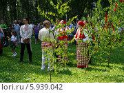 Купить «Праздник Троица В России, фольклор и народные гуляния», фото № 5939042, снято 23 июля 2013 г. (c) ElenArt / Фотобанк Лори