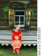 Купить «Девушка в русском народном костюме у окна на празднике Троица», фото № 5939050, снято 23 июня 2013 г. (c) ElenArt / Фотобанк Лори