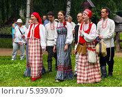 Купить «Праздник Троица В России, фольклор и народные гуляния», фото № 5939070, снято 23 июня 2013 г. (c) ElenArt / Фотобанк Лори