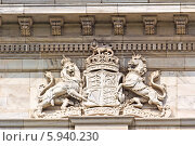Купить «Герб Объединенного Королевства на стене Мемориала Виктории в Калькутте», фото № 5940230, снято 10 февраля 2014 г. (c) Вячеслав Беляев / Фотобанк Лори