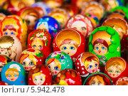 Купить «Красочные расписные русские матрешки на прилавке», фото № 5942478, снято 18 августа 2013 г. (c) g.bruev / Фотобанк Лори