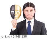 Купить «Бизнесмен держит золотую маску», фото № 5948850, снято 19 октября 2013 г. (c) Elnur / Фотобанк Лори