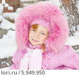 Счастливый ребенок в зимней одежде. Стоковое фото, фотограф Олег Хархан / Фотобанк Лори