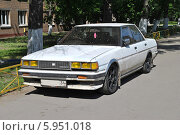 Старый автомобиль Toyota,  припаркованный на тротуаре, 1-ая Дубровская улица, Москва, эксклюзивное фото № 5951018, снято 20 мая 2014 г. (c) lana1501 / Фотобанк Лори