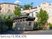 """Памятник танк """"Комсомолец Забайкалья"""" в Чите (2013 год). Редакционное фото, фотограф Lora / Фотобанк Лори"""