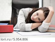 Купить «Уставшая женщина положила голову на руки, сидя за рабочим столом в офисе», фото № 5954806, снято 16 июля 2011 г. (c) Syda Productions / Фотобанк Лори