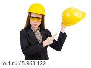 Купить «Инженер по охране труда в желтых защитных очках и строительной каске», фото № 5963122, снято 29 октября 2013 г. (c) Elnur / Фотобанк Лори
