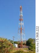 Купить «Коммуникационная вышка на фоне синего неба», фото № 5968222, снято 24 февраля 2019 г. (c) Vladimir Sviridenko / Фотобанк Лори