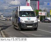 Купить «Маршрутка 41м маршрута идет по улице Щелковское шоссе, Москва», эксклюзивное фото № 5973818, снято 13 мая 2014 г. (c) lana1501 / Фотобанк Лори