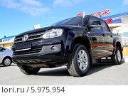 Купить «Автомобиль Volkswagen Amarok», фото № 5975954, снято 1 июня 2014 г. (c) Art Konovalov / Фотобанк Лори