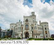 Купить «Замок Глубока-над-Влтавой в весенний день. Чехия», фото № 5976370, снято 27 апреля 2014 г. (c) E. O. / Фотобанк Лори