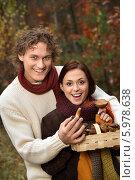 Купить «Молодая пара с лукошком грибов в осеннем лесу», фото № 5978638, снято 16 июня 2019 г. (c) BE&W Photo / Фотобанк Лори