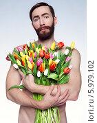 Портрет грустного мужчины с большим букетом тюльпанов. Стоковое фото, фотограф Яна Застольская / Фотобанк Лори