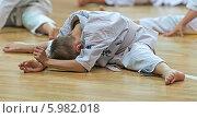 Купить «Тренировка каратистов перед квалификационным экзаменом», фото № 5982018, снято 31 мая 2014 г. (c) Игорь Симановский / Фотобанк Лори
