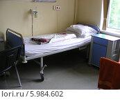 Больничная кровать в палате, больнице 57, Москва (2014 год). Стоковое фото, фотограф lana1501 / Фотобанк Лори