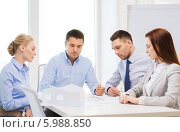 Купить «Рабочее совещание по обсуждению плана работ», фото № 5988850, снято 5 апреля 2014 г. (c) Syda Productions / Фотобанк Лори