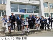 Последний звонок. Школа, прощай! (2014 год). Редакционное фото, фотограф Корнилова Светлана / Фотобанк Лори
