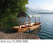 Традиционная лодка Pletne на озере Блед в Словении (2008 год). Стоковое фото, фотограф Татьяна Чечина / Фотобанк Лори