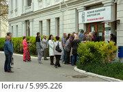 Очередь в банк (2014 год). Редакционное фото, фотограф Юрий Антипычев / Фотобанк Лори