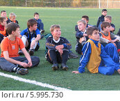 Дети в футбольной секции (2005 год). Редакционное фото, фотограф Юрий Антипычев / Фотобанк Лори