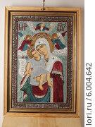 Купить «Икона Божией Матери «Достойно есть» («Милующая») в Шамордине», эксклюзивное фото № 6004642, снято 3 января 2014 г. (c) Дмитрий Неумоин / Фотобанк Лори
