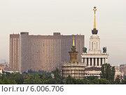 Купить «Москва ВДНХ с необычного ракурса», фото № 6006706, снято 14 июня 2014 г. (c) Sashenkov89 / Фотобанк Лори