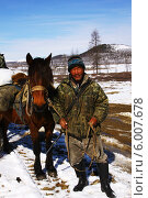 Купить «Охотник сойот туземец Саянских гор  с лошадью», фото № 6007678, снято 26 апреля 2014 г. (c) Александр Алексеевич Миронов / Фотобанк Лори