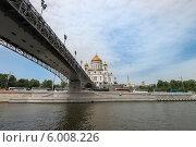Купить «Вид на Храм Христа Спасителя и Патриарший мост. Москва», фото № 6008226, снято 2 июня 2014 г. (c) Геннадий Соловьев / Фотобанк Лори