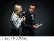Купить «Деловой мужчина прячет от партнера деньги», фото № 6009590, снято 19 декабря 2013 г. (c) Raev Denis / Фотобанк Лори