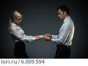 Купить «Бизнесмены рвут деньги из рук друг друга», фото № 6009594, снято 19 декабря 2013 г. (c) Raev Denis / Фотобанк Лори