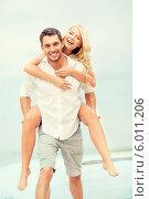 Купить «Счастливая пара. Парень несет девушку на спине», фото № 6011206, снято 14 июля 2013 г. (c) Syda Productions / Фотобанк Лори
