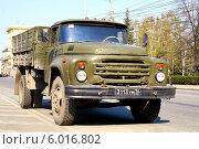 Купить «Грузовик ЗиЛ-130», фото № 6016802, снято 9 мая 2011 г. (c) Art Konovalov / Фотобанк Лори
