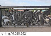 Купить «Фрагмент решётки Большого Каменного моста, город Москва», эксклюзивное фото № 6028262, снято 14 июня 2014 г. (c) Dmitry29 / Фотобанк Лори