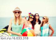 Купить «Веселый летний отдых. Подруги с надувным мячом на пляже», фото № 6033318, снято 4 июля 2013 г. (c) Syda Productions / Фотобанк Лори