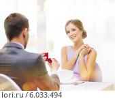 Купить «Девушка с улыбкой смотрит на мужчину, который делает ей предложение и дарит кольцо», фото № 6033494, снято 9 марта 2014 г. (c) Syda Productions / Фотобанк Лори