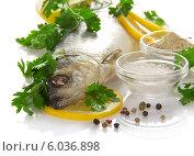 Купить «Сельдь с лимоном и специями», фото № 6036898, снято 9 апреля 2013 г. (c) Сергей Молодиков / Фотобанк Лори