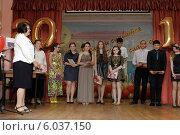 Купить «Балашиха, выпускной в школе №6», эксклюзивное фото № 6037150, снято 17 июня 2014 г. (c) Дмитрий Неумоин / Фотобанк Лори