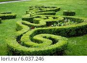 Купить «Французский городской парк в центре Парижа, район Мариньи , Франция», фото № 6037246, снято 26 мая 2013 г. (c) Татьяна Кахилл / Фотобанк Лори