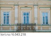Купить «Фрагмент фасада дома В. Е. Вердеевского», фото № 6043218, снято 14 мая 2012 г. (c) Elena Monakhova / Фотобанк Лори