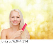 Купить «smiling woman with hair brush», фото № 6044314, снято 15 апреля 2014 г. (c) Syda Productions / Фотобанк Лори