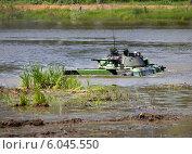 Купить «Боевая машина пехоты в воде», фото № 6045550, снято 25 июня 2014 г. (c) Владимир Приземлин / Фотобанк Лори