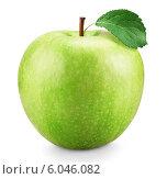 Купить «Свежее зеленое яблоко на белом фоне», фото № 6046082, снято 17 июня 2019 г. (c) Сергей Телеш / Фотобанк Лори