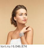 Купить «woman with pearl earrings and bracelet», фото № 6046874, снято 17 марта 2013 г. (c) Syda Productions / Фотобанк Лори