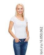 Купить «smiling woman in blank white t-shirt», фото № 6050062, снято 15 апреля 2014 г. (c) Syda Productions / Фотобанк Лори