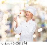 Купить «smiling female chef with fork and tomato», фото № 6058874, снято 7 января 2014 г. (c) Syda Productions / Фотобанк Лори